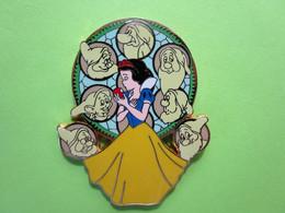 Gros Pin's Disney Blanche Neige Et Les Sept Nains - 9X30 - Disney