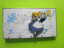 Gros Pin's Alice Au Pays Des Merveilles (Double Moule)  - 4Z01 - Disney