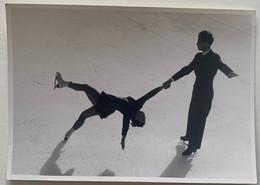 Photo De Patinage Artistique. Sport. Figure De Patinage. Duo. Couple. Susy Holstein Et Willy Wahl. - Sporten