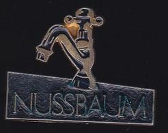 71647- Pin's- Nussbaum . Robinetterie - Marche