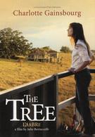 CPM - M - CINEMA - AFFICHE DU FILM THE TREE ( L'ARBRE ) DE JULIE BERTUCCELLI AVEC CHARLOTTE GAINSBOURG - Affiches Sur Carte