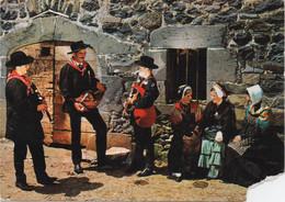 Folklore Auvergne : Saint Flour : Vielleux Et Cabretaïres (Voyagé 1969 : Belle Flamme) Déchirée Au Coin - Music
