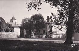 CHANIERS ,CLOCHER ET HOTEL DE LA CHARENTE ,CITROEN 2CV  REF 71636 - Other Municipalities