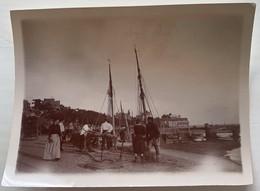 Vue à Situer Dans Le Calvados. Voiliers. Plage. Port. Normandie. Circa 1900. - Plaatsen