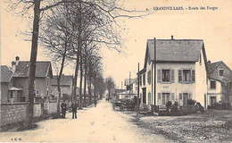 90 - GRANDVILLARS : Route Des Forges - CPA Village ( 2.975 H ) Territoire De Belfort - Grandvillars