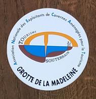 AUTOCOLLANT  STICKER - GROTTE DE LA MADELEINE - TOURISME SOUTERRAIN - SAINT-REMEZE - ARDECHE - Stickers