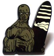 Très Beau Pin's Pins Surfeur D'argent , De Très Belle Qualité En émail. De 3,5 Cm De Haut, Signé MPS. - Comics