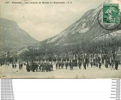 Promotion 2 Cpa 38 GRENOBLE. Joueurs De Boules à L'Esplanade Et Massif Moucherotte - Grenoble