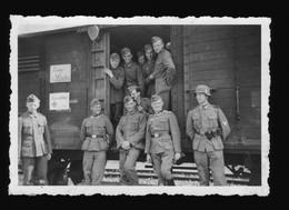 Foto 2. WK Reichsbahn Verladung In Königsbrück Soldaten Sanitäter Waggon Bahnhof - Oorlog, Militair
