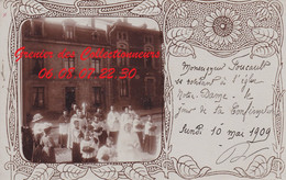 EPINAL : (88)  CARTE PHOTO  Monseigneur FOUCAULT Se Rendant à L'église Notre Dame Lundi 10 Mai 1909; Cpa  INCONNUE - Epinal