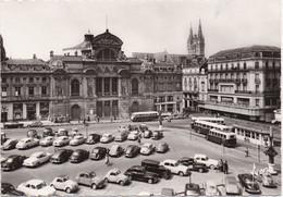 49, Angers, La Place De Ralliement, Voitures Et Cars Anciens. - Angers