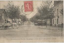 CHANTENAY LES NANTES LE PASSAGE A NIVEAU ET LE BOULEVARD DE LA LIBERTE - Autres Communes
