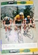 Publicité Le Tour De France ANCIEN Affiche PUBLICITAIRE 1957 Cycliste Pub PERRIER ANQUETIL Maillot Jaune - Perrier