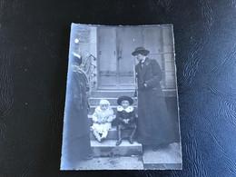 Photo - 1914 - LONS LE SAUNIER 12 Rue De Valliere - Bourgeoise & Enfant Déguisé - Places