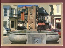 CPM03 VICHY Le Vieux Vichy La Fontaine De La Place D'Allier Et La Maison D'Albert Londres - Vichy