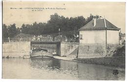 PENICHE - VITRY LE FRANCOIS - Le Pont Du Faubourg Et Le Canal - Embarcaciones