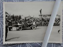 49 CHOLET CARNAVAL  VOITURE CHAR PHOTO   VERS 1950 10 X 7 CM PLACE DE LA REPUBLIQUE - Luoghi