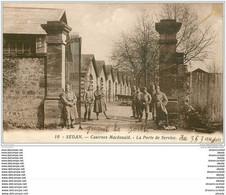 08 SEDAN. Porte Caserne Macdonald. Militaires 17 R.A.D 7° Batterie - Sedan