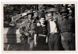 MILITARIA. 39-45 NANCY. PHOTO. LIBERATION De NANCY 15 SEPTEMBRE 1944.CIVILS Avec Des G.I DEVANT UN ENGIN BLINDE. - Guerre, Militaire
