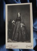 Photo CDV  Burger à Caen  Femme élégante  Robe En Soie, Mantille  Repro D'un Portrait Du Sec. Empire  CA 1895 - L557A - Oud (voor 1900)