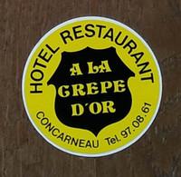 AUTOCOLLANT  STICKER - HOTEL RESTAURANT A LA CRÊPE D'OR - CONCARNEAU - FINISTÈRE BRETAGNE - Pegatinas
