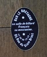 AUTOCOLLANT  STICKER - BAR LE BRETAGNE - SALLE DE BILLARD FRAANÇAIS - RUE DE SIAM BREST - FINISTÈRE BRETAGNE - Pegatinas