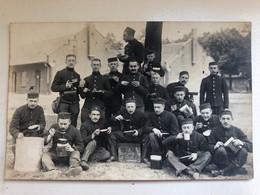 Photo Ak Belgische Soldaten Met Eetgerei Belgie Compagnies De Guerre - Oorlog 1914-18
