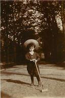 PHOTO ANCIENNE - 88 VOSGES EPINAL 1898 LES JARDINS DU DOMAINE ENFANT GARCON BEBE JEUX JOUET MAILLET CROQUET - Epinal
