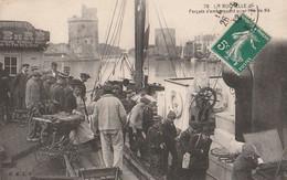 DPT 17 LA ROCHELLE Forçats S'embarquant Pour L'Ile De Ré 1912 CPA TTBE - La Rochelle