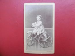 CDV ENFANT AU TRICYCLE CHEVAL DE BOIS PHOTO GARNIER A AVIGNON - Anonyme Personen