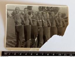 #17 REAL PHOTO Shirtless Muscular Guys Guy On Beach Men Man Boy Garcon Homme Torse Nu Plage SNAPSHOT Gay Int. - Anonyme Personen