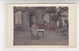 Au Plus Rapide Carte Photo Madame Et Son Phonographe - Musik Und Musikanten