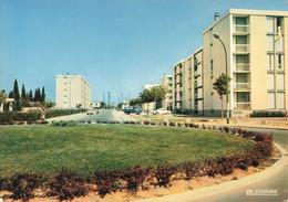 13 Berre L' Etang Le Rond Point Immeuble Immeubles Habitation Logement Voiture Auto Renault Dauphine - Other Municipalities
