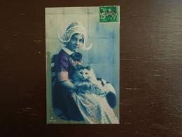 Belle Carte Assez Rare De 1913 , Petite Fille Et Son Chat - Scene & Paesaggi