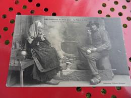 VIEILLARDS DES ENVIRONS DE QUIMPER DISTRACTION DES VIEUX JOURS LA PIPE ET LE FLIP 1908 - Quimper