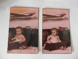 2 Cpa Fantaisie Bébé Dans Sa Valise Avion - Neonati