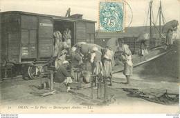 ORAN. Au Port Déchargeurs Arabes Du Wagon Au Bateau - Oran
