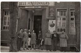 """METZ (57) CARTE PHOTO. CAFE RESTAURANT """" LES DEUX MARRONNIERS """". PUBLICITE BIERE De La BRASSERIE AMOS. 1931. - Metz"""