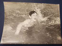 USSR. Little  Boy  In The Swimming Pool  - Humour -  Old Vintage Original Real Photo 1980s - Anonymous Persons