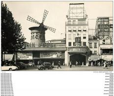 Photo Cpsm Cpm 75 PARIS 18. Le Moulin Rouge. Spectacle Et Cinéma Avec Voiture Renault 4cv - Distretto: 18