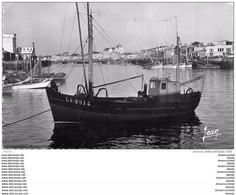Photo Cpsm Cpm 85 LES SABLES-D'OLONNE. Bateau De Pêcheurs Dans Le Port - Sables D'Olonne