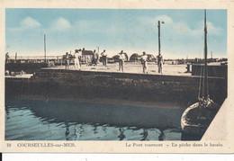 Courseulles Sur Mer (14 Calvados) Le Pont Tournant - La Pêche Dans Le Bassin - édit. Dussiau Et Vivier - Courseulles-sur-Mer