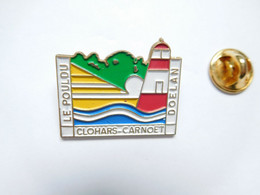 Superbe Pin's Pins En Relief , Ville Le Poulou , Clohars Carnoët , Doélan , Phare , Finistère - Cities