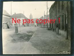 PHOTO ALLEMANDE DU RIR 31 - UNE RUE DE LENS PAS DE CALAIS - GUERRE 1914 - 1918 - 1914-18