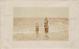 KNOCKE BELGIUM~WOMAN & GIRL-LA PLAGE-1906 PHOTO POSTCARD 53398 - Knokke
