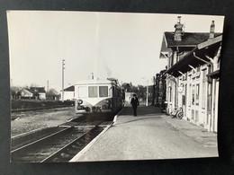 Photographie Originale De J.BAZIN : Train En Gare De FAYS-aux- LOGES , Ligne ORLEANS - MALESHERBES  En 1969 - Trenes