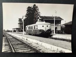 Photographie Originale De J.BAZIN : Train En Gare De MENNECY , Ligne ORLEANS - MALESHERBES  En 1969 - Trenes