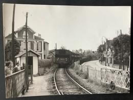 Photographie Originale De J.BAZIN: Entre ENGHIEN Les BAINS Et LA POINTE- RAQQUET , Ligne ENGHIEN- MONTMORENCY En 1954 - Trains