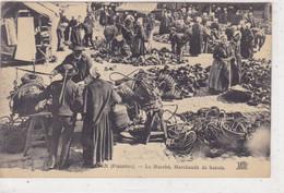 Finistère - Lesneven - Le Marché, Marchands De Sabots - Lesneven
