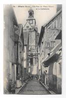 (30969-27) Gisors - Une Rue Du Vieux Gisors Et La Cathédrale - Gisors